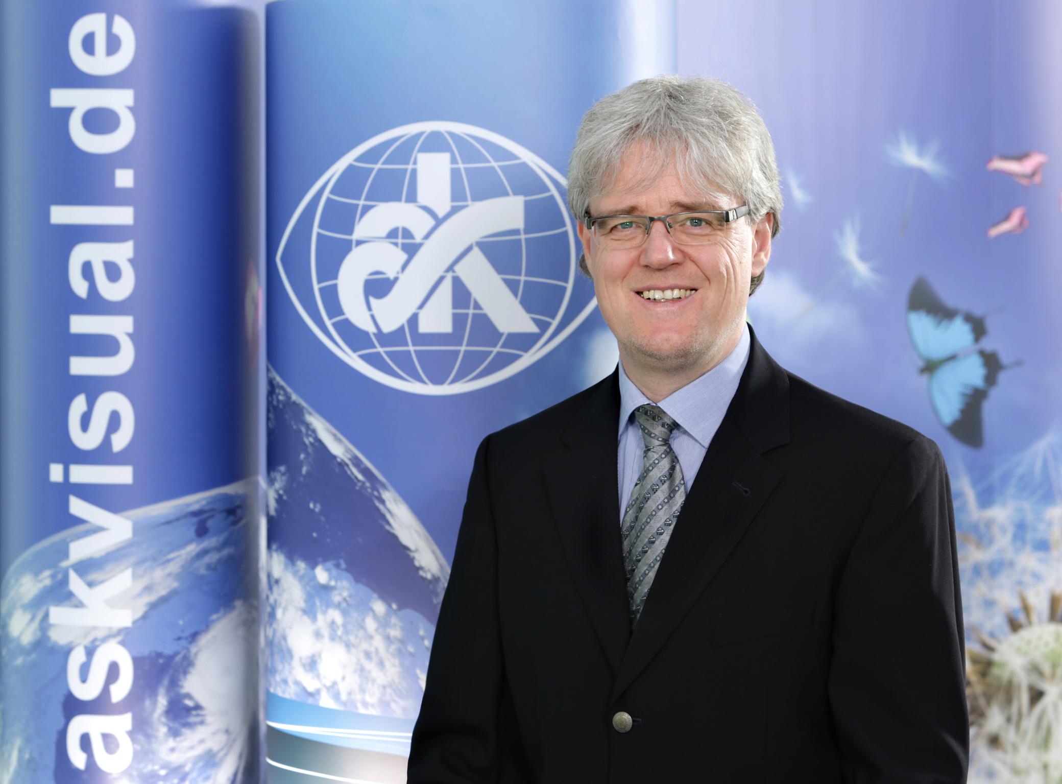 Dr. Florian Schröder